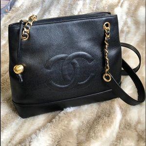 Auth. CHANEL CC caviar shoulder tote bag